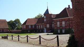 Rodsteenseje blev i løbet af 150 år kun nedarvet fire gange og hver gang af en kvindelig arving. Da Jens Rodsteen i 1681 gav gården sit nuværende navn, byggede han også en ny hovedbygning, som fortsat eksisterer.