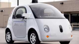 Prototypen på Googles selvkørende biler havde hverken rat eller pedaler, da de blev testet i Silicon Valley i 2015. Siden har Google oprettet virksomheden Waymo til at bygge selvkørende teknologi ind i biler, der allerede er i produktion.