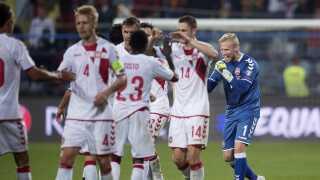 Anfører Simon Kjær, målmand Kasper Schmeichel og resten af holdet kunne fortjent juble efter uskøn, men vigtig sejr.