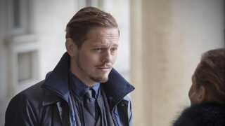 Herhjemme har Thure Lindhardt på det seneste haft succes med DR-serien 'Broen', hvor han fra seriens tredje sæson og frem spiller den mandlige hovedrolle som kriminalkomissæren Henrik Saboe.