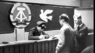 Paskontrol på grænsen mellem Øst- og Vestberlin, 1961.