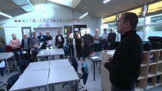 Ifølge Aarhus Kommune har flere end 40 kommuner vist interesse for inklusions-forsøget. Her er skoleledere fra Brønderslev Kommune på rundvisning i en af Katrinebjergskolens Nest-klasser.