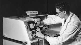 Verdens første prototype til en pacemaker var canadisk og fra 1946. Den blev testet på en hund. Og den fungerede ikke.