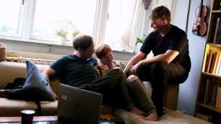 Her har Stine haft en alene-weekend med kæresten Morten. Hendes mand Gert er netop kommet hjem.