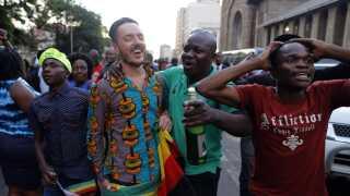 Mange i Zimbabwe kan stadigvæk ikke forstå, at Robert Mugabe nu er fortid i landet.