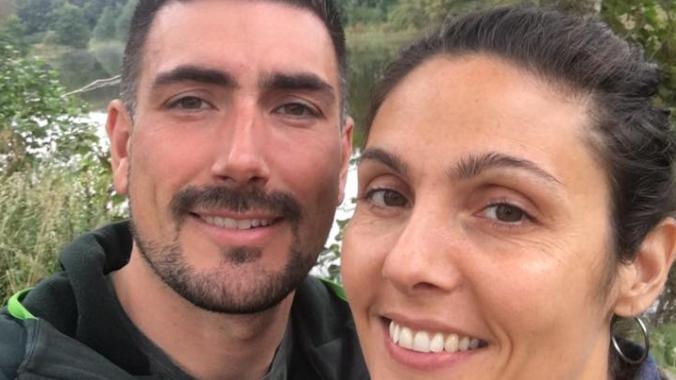 Jon og hans kone, Aysel, der skal giftes i kirke i marts næste år.