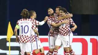 Kroatien i deres karakteristiske ternede trøje. Slagkraftigt - også mandskabet.