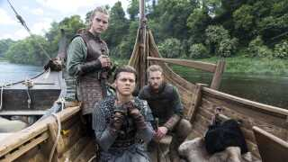 Danskerne Alex Høgh Andersen (forrest) og Marco Ilsø (tv) spiller to af vikingen Ragnar Lothbroks sønner Ivar 'The Boneless' og Hvitserk. De har været en stor hjælp for Ida Marie Nielsen på settet, fortæller hun.