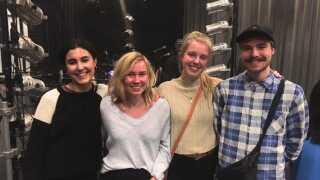 Emilie (i midten fra højre) havde taget vennerne Yasmin, Karoline og Jakob med til Mø-koncert i DR Byen.