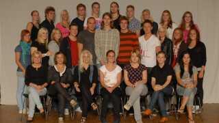 Lotte Grigel sidder som nummer tre fra venstre på den forreste række på gymnasiefotoet fra 2008.