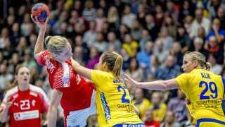 Kort før VM blev Danmark besejret af Sverige med seks mål i en testkamp i Trollhättan.
