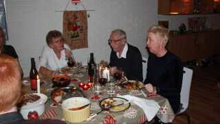 Heidi Hjorth Hendriksen (th.) har plads til to mere ved bordet juleaften.