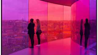 Aros' velkendte 'regnbue' 'Your Rainbow Panorama' af Olafur Eliasson på toppen af museet i Aarhus.