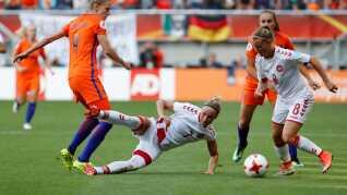 Både Sanne Troelsgaard og Theresa Nielsen er med på holdet på henholdsvis midtbane og forsvar.