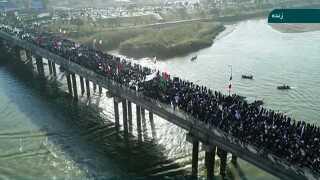 Billeder fra iransk stats-tv har i dag vist tusindvis af iranere, der har demonstreret til fordel for styret.