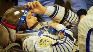 Astronauten Norishige Kanai var bange for, han var blevet for høj til at passe ind i det russiske faretøj, der skal bringe ham hjem til juni. Han var dog kun blevet to centimeter højere og ikke ni centimeter som først antaget.