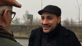33-årige Sharvin Shojaie stammer fra Iran, men har boet i Danmark siden han var 11 år. Han er i Danmark på såkaldt 'tålt ophold', fordi Iran ikke vil lade ham komme ind i landet.