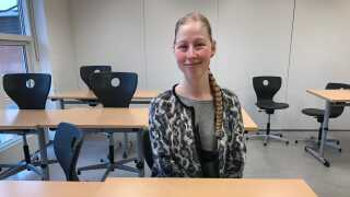 Karina Pedersen tilbage i et af de klasselokaler, som hun i årene 2008-2010 mange gange har siddet i for at få undervisning i blandt andet dansk og matematik.