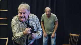Filmen 'Blinkende Lygter' blev efterfølgende opført som teater i Holstebro, hvor Ole Thestrup genoptog rollen som den den våbenglade landmand Alfred,