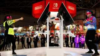 Her bliver Switch-konsollen afprøvet ved et Nintendo-arrangement i Tokyo i januar 2017. REUTERS/Kim Kyung-Hoon