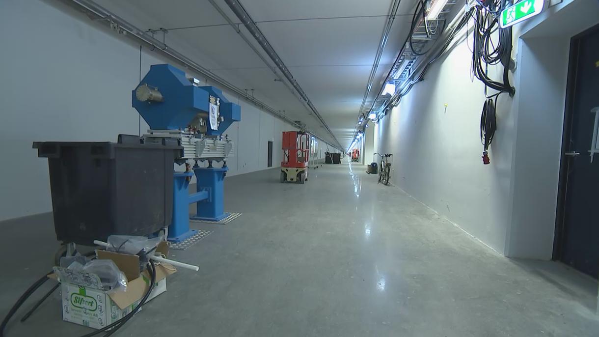 ESS er kun omkring 40% færdigbygget. Den 500 meter lange tunnel, hvor partikelacceleratoren skal være, er derfor stadig ret tom.