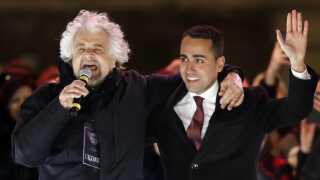 Komikeren Beppe Grillo (tv) stiftede Femstjernebevægelsen. Men det er den 31-årige Luigi di Maio, der er partiets premierministerkandidat.