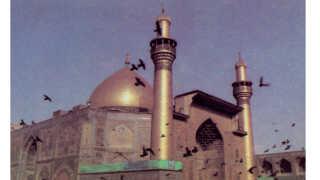 Zeinab Mosawi har ingen billeder fra tiden i Irak. Men hun har postkort fra nogle af de helligdomme, hendes fars familie tog hende med til. Her ses moskéen i Najaf.