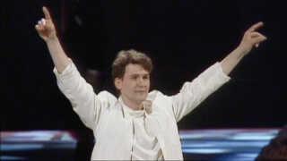 Johnny Logan vandt i 1987 Eurovision Song Contest for anden gang for hjemlandet Irland med sangen 'Hold Me Now'.