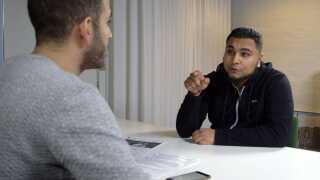 Abdel Aziz Mahmoud møder i programmet muslimen Ali Sheikh, som mener han er en skændsel for islam.