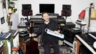 Jonas Gülstorff er vært på 'Sangskriver' på P3.