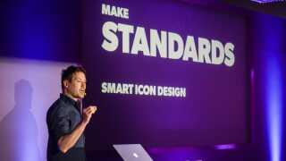 Niels Rinder fra DR Design holdt oplæg om de grafiske ikoner i Madrid.