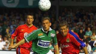Heine Fernandez, Viborg og Søren Colding, Brøndby jagter bolden i en kamp i 1999.