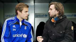 Mentaltræner Christian Engell og en af de spillere han tidligere har coachet fra Brøndbys talenttrup.