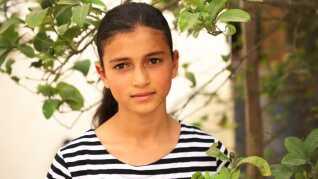 Reham Qudaih er et af mange børn, der lider af traumer efter flere krige og blodige protester. Hun bruger tegning og åndedrætsøvelser til at glemme sine mareridt. Hendes far blev såret under demonstrationerne for nylig. Selv blev hun ramt af fragmenter i krigen i 2014.