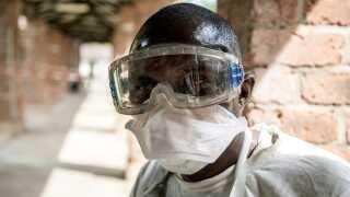 Ebola har nået en større by, hvilket giver gode vilkår for yderligere spredning.