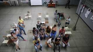 Vælgerdeltagelsen ved gårsdagens præsidentvalg var markant lavere end ved seneste valg i 2013. Her ses et valgsted i hovedstaden Caracas.