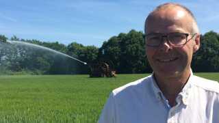 Ove Søndergaard holder syv vandingsmaskiner kørende.