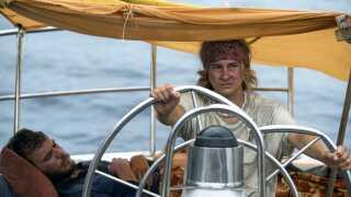 I forhold til andre overlevelsesberetninger er Tami Oldhams og Richard Sharps overlevelsestur i 'Adrift' næsten hyggelig, mener DR's filmanmelder.
