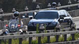 Det var angiveligt denne bil, som Kim Jong-un her til morgen blev transporteret i, da han ankom til Bejing, Kina.