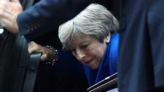 Den britiske premierminister, Theresa May, må næsten dagligt kæmpe mod både politiske allierede og modstandere for sin brexit-kurs.