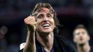 Luka Modric fejrer sin scoring mod Argentina, som kroaterne slog 3-0-.