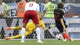 Kasper Schmeichel redder straffespark fra Kroatiens store stjerne, Luka Modric, i ordinær tid af 1/8-finalen.