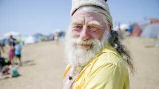 57-årige Peder 'Julle' Larsen - her med tøj på - har deltaget i nøgenløbet mange gange før.