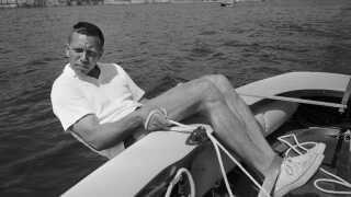 Paul Elvstrøms hængeteknik og hængestropper ses her brugt af sejleren sejl under hans fjerde OL i Rom i 1960. Paul Elvstrøm vandt sin fjerde OL-guldmedajle i træk ved dette OL, en præstation, ganske få har opnået.