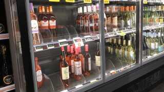 Kolde drikke, som man kan nyde ligeså snart man er kommet ud af butikken, er et kæmpe hit i år. Coop har mere end fordoblet salget af rosé i forhold til sidste år.