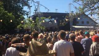 Skarøfestivalen løber af stablen d. 2. til 4. august 2018 og foregår i Æblehaven midt på Skarø med over 1.500 gæster.