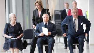Det gæstende statsoverhovedet afholder traditionelt et såkaldt returarrangement for værten som til sidst under statsbesøget. Her er det Grækenlands præsident, Karolos Papoulias, der afholder returarrangement på Statens Museum for Kunst i 2009.