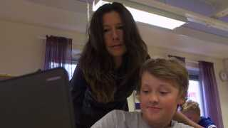 Erica Svensson er blandt de lærere på sin skole, der har en læreruddannelse på CV'et.