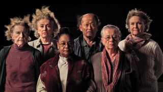 De nulevende deltagere i eksperimentet genforenes 43 år senere og reflekterer over deres oplevelser i 'The Raft'.