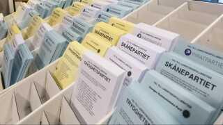 DR Nyheder fik ikke tilladelse til at fotografere valgstationen i Emporia. Men her ses synlige stemmesedler midt i et valglokale et andet valgsted i Malmø.